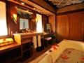 La salle de bain de l'EOP Horizon Overwater Junior Suite Bungalow