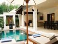 La terrasse joliment aménagée de la Villa Anggrek