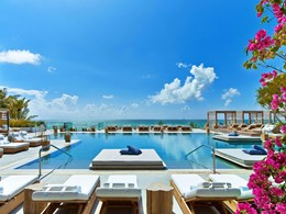 La superbe piscine de l'hôtel 1 South Beach à Miami