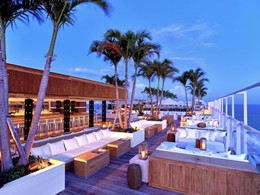 Rejoignez l'ambiance festive du lounge bar du 1 South Beach.