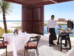 Somptueux repas dans votre villa à l'hôtel Al Baleed