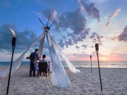 Dîner romantique sur la plage de l'Aleenta Phuket Resort & Spa