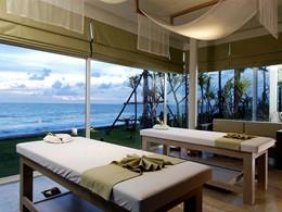 Le spa de l'hôtel 5 étoiles offrant une vue sur la mer