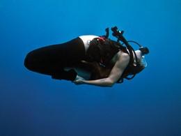 Profitez d'une séance de yoga sous l'eau à l'Alila Manggis