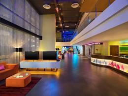 Le lobby de l'hôtel Aloft situé à Bangkok