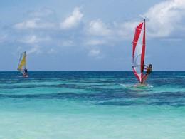 Planche à voile à l'hôtel Alphonse Island