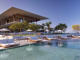 Détente au bord de la magnifique piscine de l'Amanera