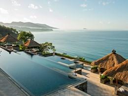 Vue des piscines de l'hôtel Amankila à Bali