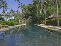 Autre vue d'une piscine de l'hôtel Amankila
