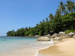 La sublime plage de l'hôtel Amanpuri en Thailande
