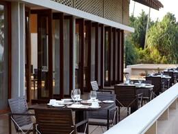 La terrasse du restaurant face à l'Océan Indien de l'Amanwella