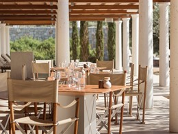 Le restaurant du Beach Club de l'Amanzoé en Grèce