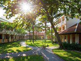 Le magnifique jardin verdoyant de l'Anantara Hoi An