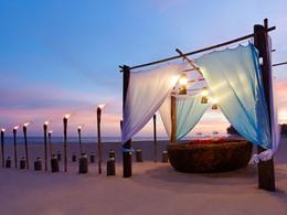 Profitez d'un somptueux dîner sur la plage de l'Anantara