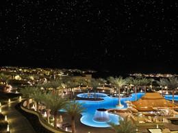 Autre vue de la piscine de l'hôtel Anantara