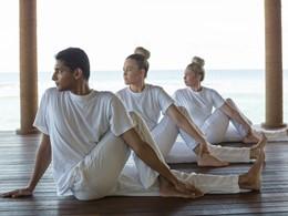 Yoga à l'Anantara Veli situé sur l'île de Veligandu Huraa
