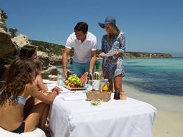 Profitez d'un repas en famille sur la plage
