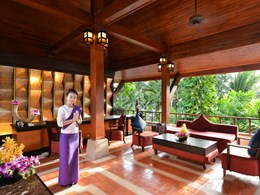 Le lobby de l'Andaman White Beach Resort
