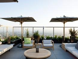 Profitez d'un moment de détente sur le toit de l'Andaz West Hollywood