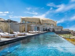 Profitez d'instants de relaxation au bord de la piscine