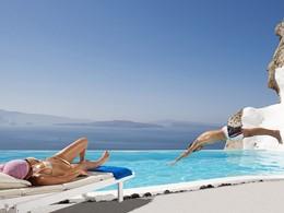 Profitez des superbes piscines de Andronis Luxury Suites