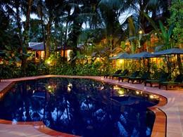 La piscine de l'Angkor Village Hotel à Siem Reap