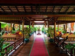 L'entrée de l'hôtel Angkor Village situé au Cambodge