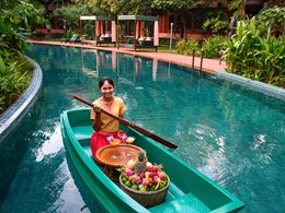 Pool service de l'Angkor Village Resort à Siem Reap