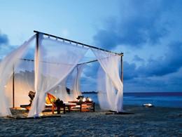 Dîner sur la plage de l'hôtel Angsana Resort