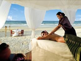 Massage sur la plage de l'hôtel Angsana Resort