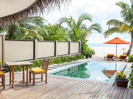 La belle piscine de l'Infinity Beachfront Pool Villa