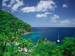 Naviguez sur les eaux claires de l'océan à l'Anse Chastanet