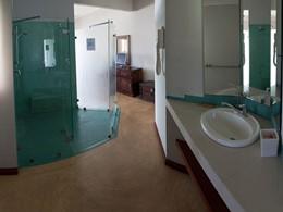 La salle de bain de la Premier Room de l'Anse Soleil