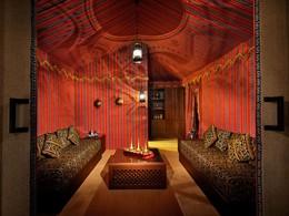 La chambre Bayt Al Shaaer de l'Arabian Nights Village à Abu Dhabi