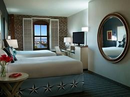 La chambre familiale et sa vue exceptionnelle sur le Golden Gate Bridge et la Baie de San Francisco