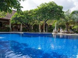 La piscine de l'Arya Amed Beach Resort à Bali