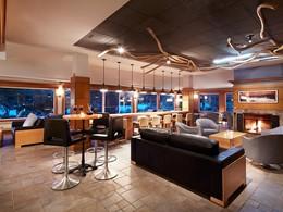 Le bar de l'Auberge du Lac-à-l'Eau-Claire au Canada