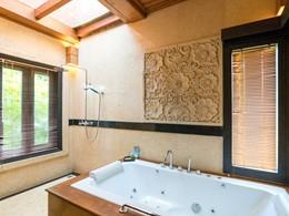 La salle de bain de la Orchid Garden Villa