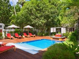 La piscine du spa de l'hôtel Avani Seychelles