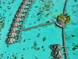 Vue aérienne des villas sur pilotis