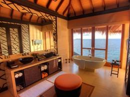 La salle de bain de la Villa Royal Ocean Suite