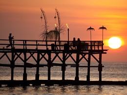 Dîner romantique au coucher de soleil à l'hôtel Ayana