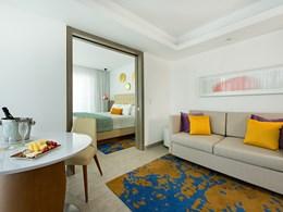 La Premium Honeymoon Swim Up Suite