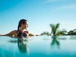 Profitez de la belle piscine du Bahia Del Duque