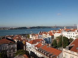 Splendide vue sur le fleuve et les toits de Lisbonne