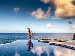 Vue panoramique sur la piscine