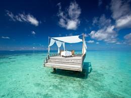 Profitez d'un repas au milieu de l'océan à l'hôtel Baros