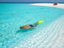 Snorkeling à l'hôtel Baros situé dans l'atoll de Malé