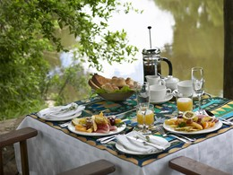 Petit-déjeuner au camp