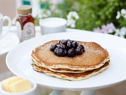 Délicieux pancake à l'américaine à l'hôtel Beverly Hills
